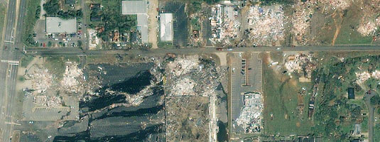 Ikonos image (1 m resolution, 28.04.2011), Tuscaloosa, Alabama, USA, Copyright © 2011 GeoEye - The image shows an overview of the path of destruction (almost an eraser effect) of the devastation to Tuscaloosa after a massive tornado touched down on April 27, 2011.